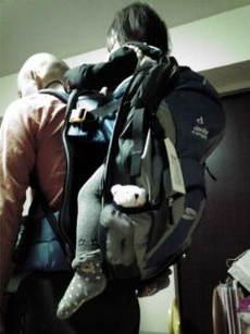 荷物も入るし子供も背負える万能バックパック