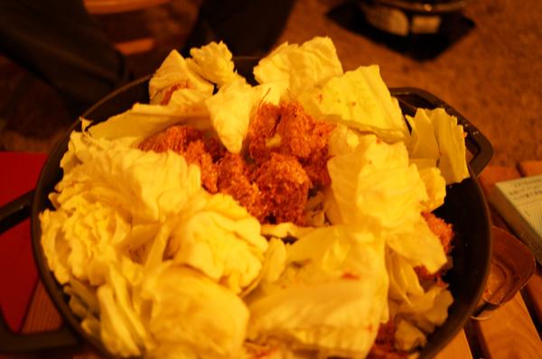 手羽先さんのレシピを丸パクリのコンビーフとキャベツの鍋