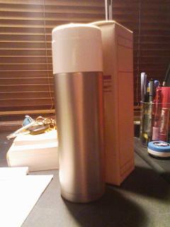 冬期はやはり水の心配が多い様でございます。保冷水筒は必需品と幾多のブログ様にも書かれております。で買ってみました無印良品サーモス製水筒。